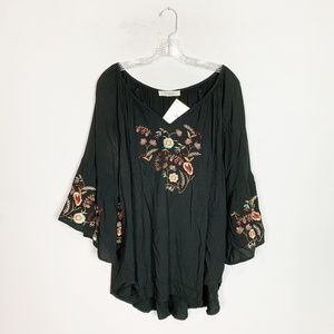 Solitaire black embroidered tunic top 2X